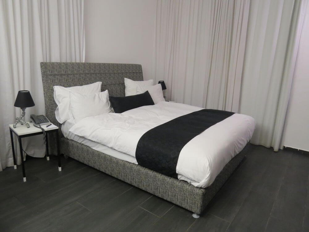 Black and White Decor - Dizengoff Avenue Boutique Hotel
