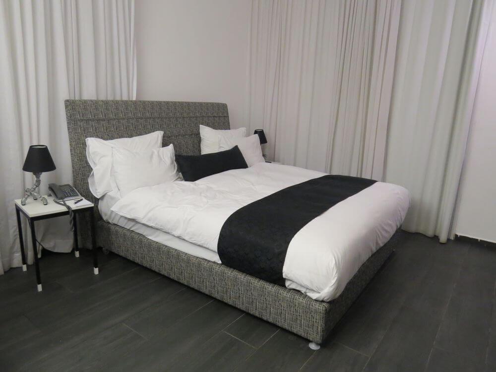Black and White Decor - Dizengoff Avenue Boutique Hotel